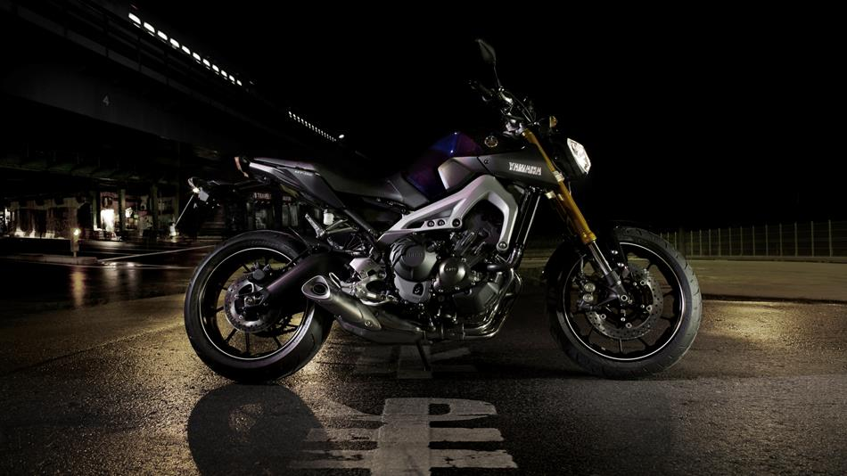 2014-Yamaha-MT-09-EU-Deep-Armor-Static-003