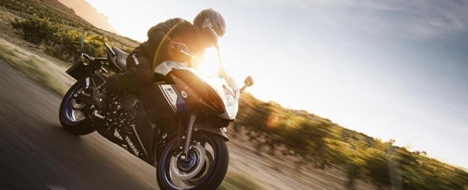 2015-Yamaha-XJ6-Diversion-F-EU-Race-Blu-Action-002